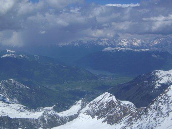 Hotel Gruener Baum: heavenly alps down to Zell amSee