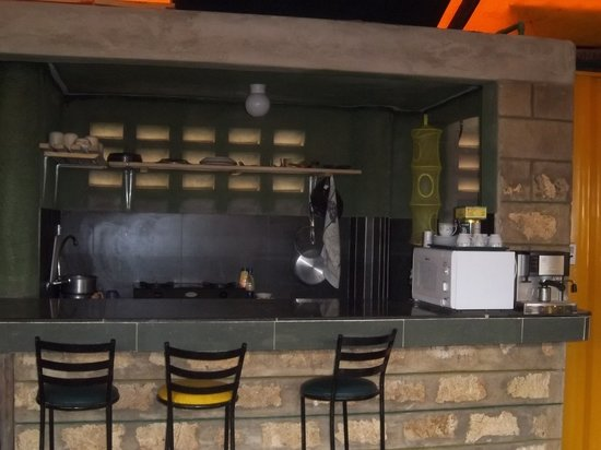 Camp Barnados Restaurant: Our kitchen bar allows for food prep viewing.