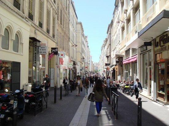 Hotel Saint Ferreol: улочка отеля