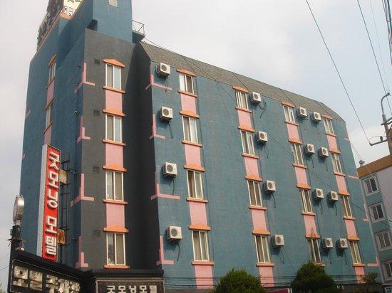 Good Morning Motel: Motel front