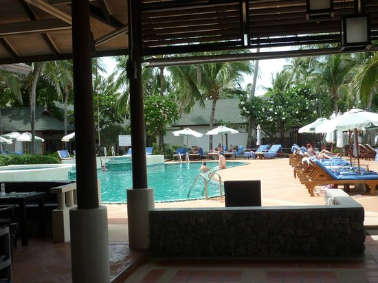 Banana Fan Sea Resort : restaurant interieur, vue sur la piscine