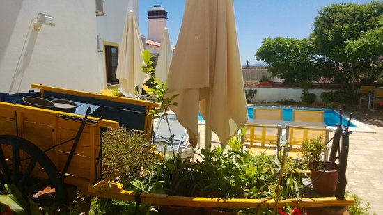 Betica Hotel Rural : Pool and Patio with garden