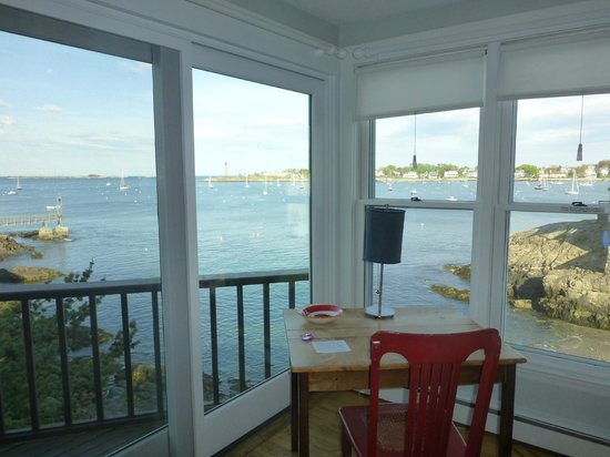 Notorious Annie's Waterfront Inn: amazing corner room view