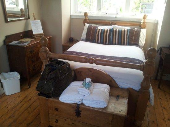 No 15 Bed & Breakfast Furnace: Comfortable queen bed