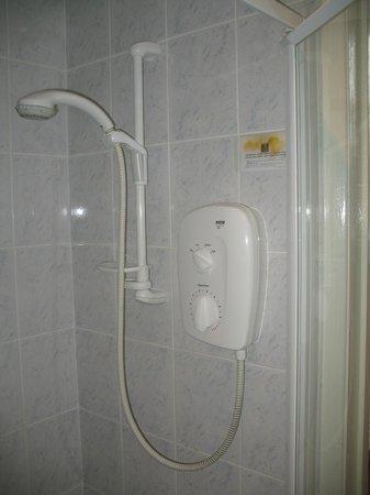Beecroft Lodge: Shower.