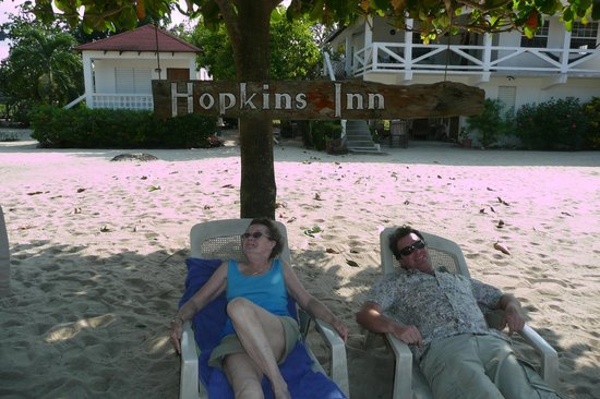 Hopkins Inn: Under the shade of a tree.