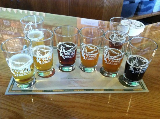 Lone Tree Brewing Company: Taster tray of delicious beers