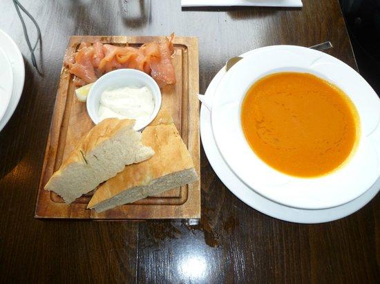 Playfair's Restaurant: Homemade soup and lox
