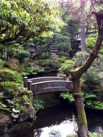 Kinosaki Onsen Nishimuraya Honkan: hotel garden