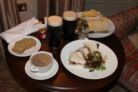 ماونت جوليت: Late night room-service of soup and sandwiches.