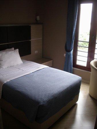Capital Tirana Hotel : The bedroom