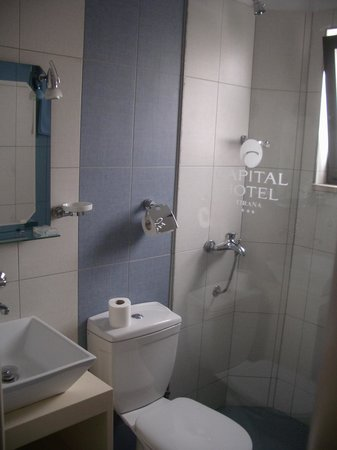 Capital Tirana Hotel : The bathroom