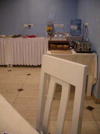 Capital Tirana Hotel: Breakfast
