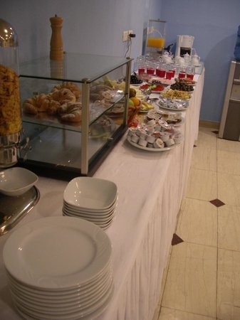 Capital Tirana Hotel : Breakfast