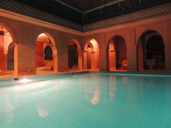 Hotel Riad Berbere : Piscine intérieure