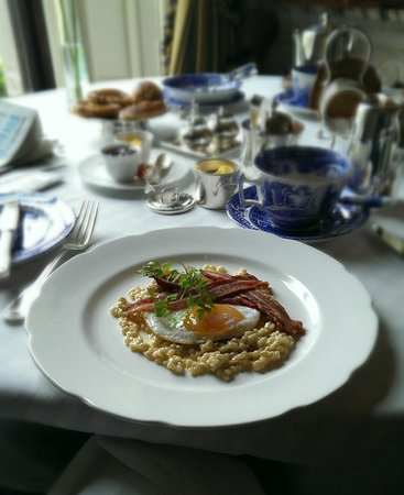 Ballyfin Demesne : Breakfast (duck egg, creamed barley and crispy bacon