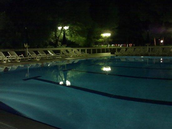Hotel Portonuovo: Piscina di sera