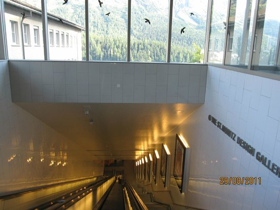 Hotel Steffani: Escalator down to the lake
