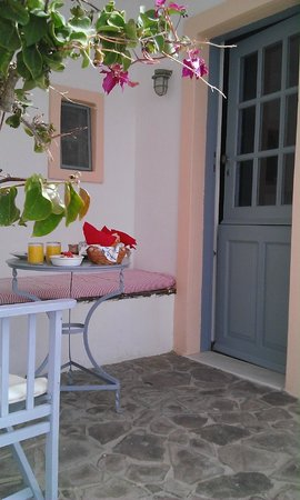 Lava Oia's: The cutest veranda (covered)