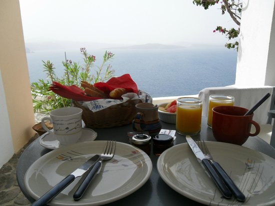 Lava Oia's: Amazing view while having breakfast