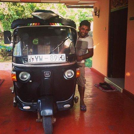 Asanka Guesthouse : Asanka's tuktuk