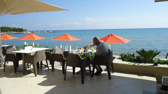 Al Mare Beach Hotel: Breakfast
