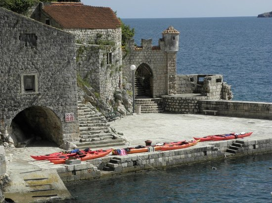 "Adria Adventure: ""Parked"" kayaks for lunch at Trsteno"