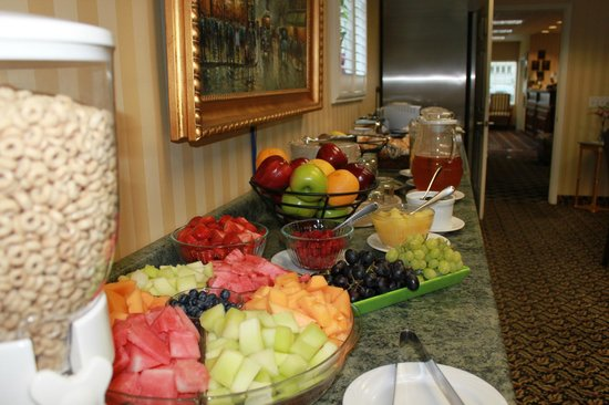 Grass Valley Courtyard Suites: Complimentary Expanded Continental Breakfast