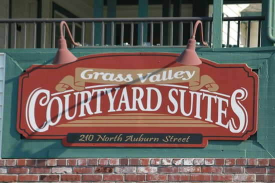 Grass Valley Courtyard Suites: Look for the sign