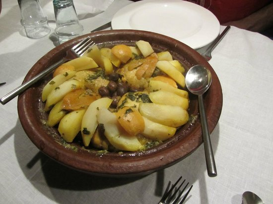 Zaouia 44: Delicious chicken tagine!