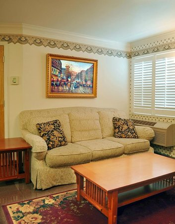 Grass Valley Courtyard Suites: Well appointed, comfortable rooms