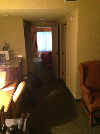 Country Inn & Suites By Carlson, Vero Beach-I-95 : Walkway to room