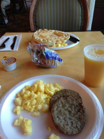 Country Inn & Suites By Carlson, Vero Beach-I-95: Breakfast