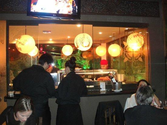 Taj Bar: Preparacao de sushis/sashimis