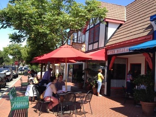 Belgian Cafe: 見つけやすい外観