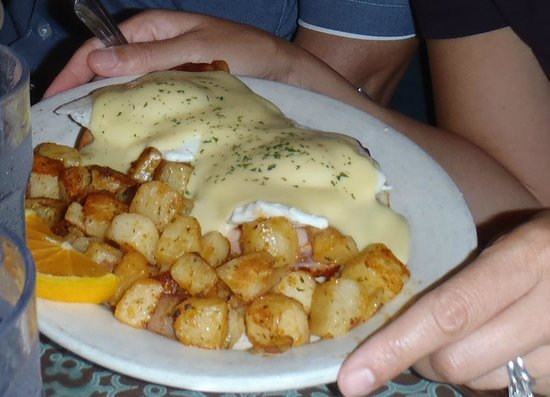 Rochester Cafe : Yummy eggs benedict