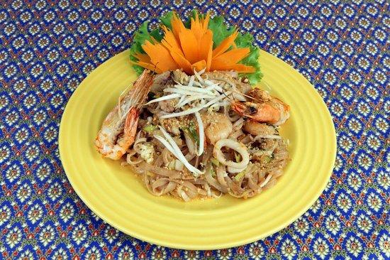 SiamSquare: Pad Thai -Massa salteada com galinha/mariscos e amendoim