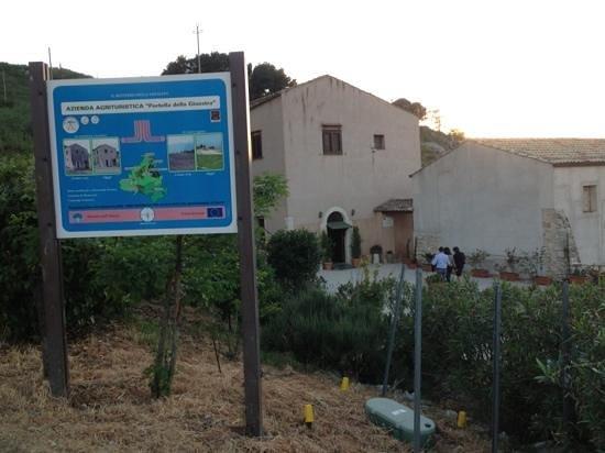 Piana degli Albanesi, Włochy: esterno del casolare