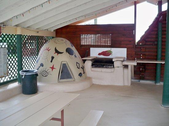 Albuquerque North Bernalillo KOA Campground : Oven in cafe