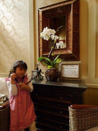 West Inn & Suites Carlsbad: front desk