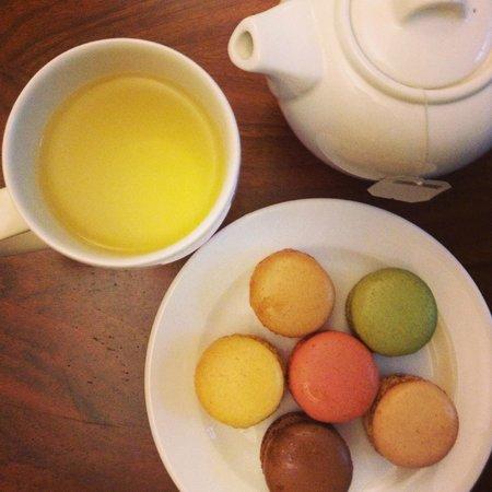 Town Hall Hotel: Chamomile tea and macaroons