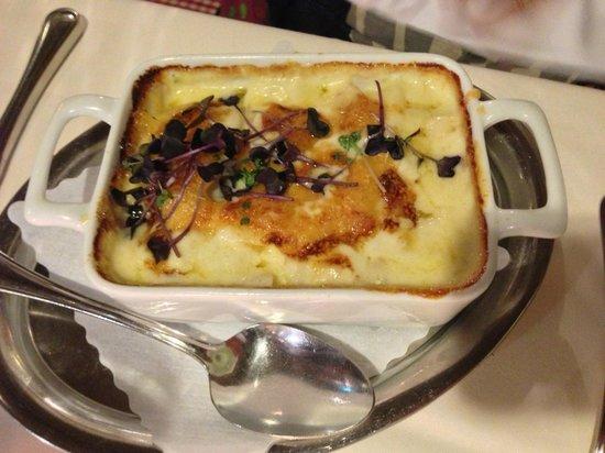 Weisses Ross: Kartoffel-Spargel-Gratin mit Kresse