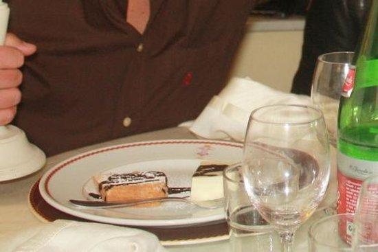 Villa Oteri: Ecco i 5 euro in più della cena con la panna cotta all'idrocarburo