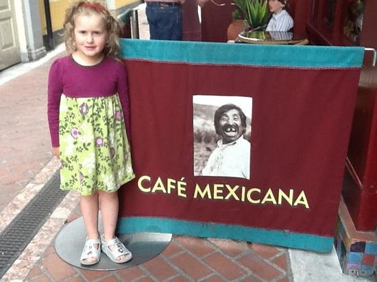 Cafe Mexicana: small table area outside