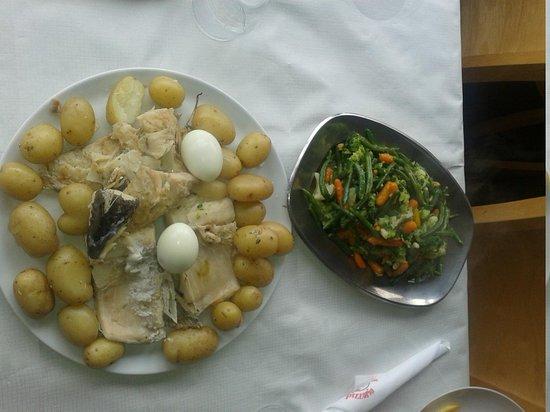 Pizzaria Baleal: Boiled cod (bacalhau) with potatoes