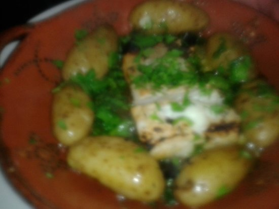 Pizzaria Baleal: Grilled cod (bacalhau) with potatoes