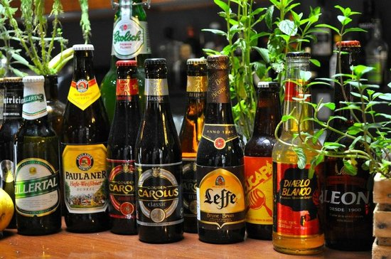 Linneo. Pub Botanico: Different craft beers