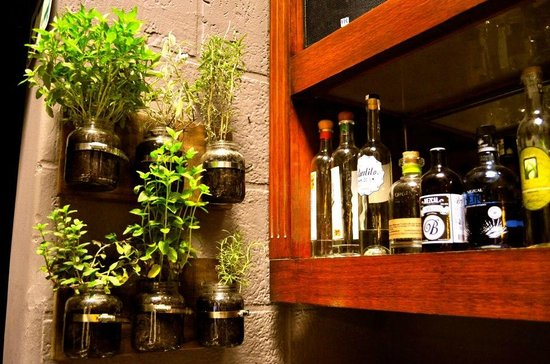 Linneo. Pub Botanico: Herbs form the garden for the cocktails