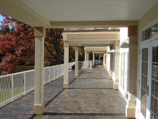 Riverside Hotel, an Ascend Hotel Collection Member: Veranda Balcony accessible through the lobby