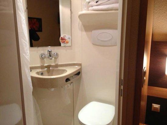 Première Classe Annemasse - Ville-La-Grand: bathroom